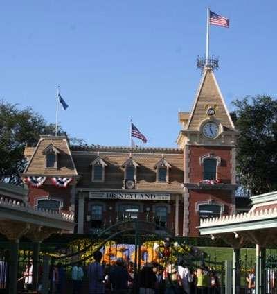 Disneyland Park Hours